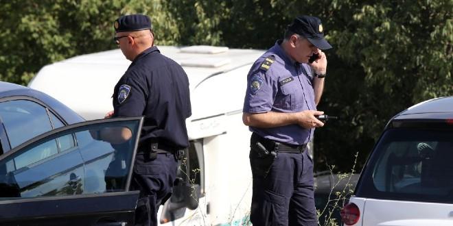 Pucano u policajca