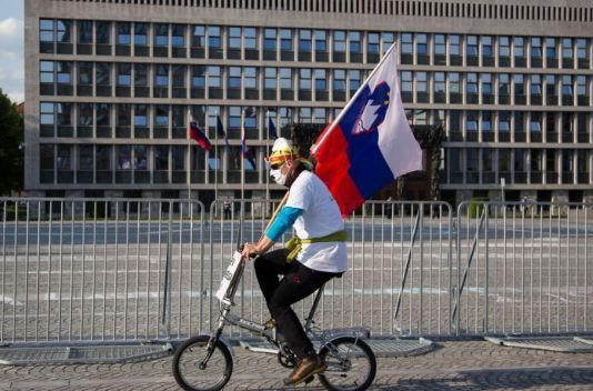 Slovenija samoizolaciju skratila s 14 na deset dana